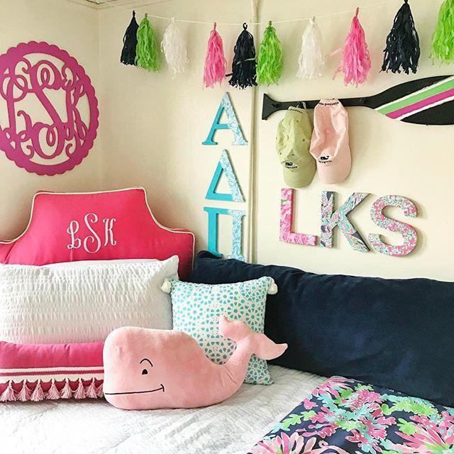 Preppy dorm room // Daily Dose of Prep