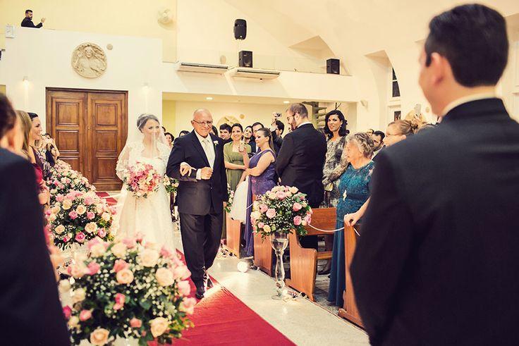 Confira o casamento completo de Renata e André no EuAmoCasamento.com! #euamocasamento #NoivasRio. Foto: Dueto Fotografia