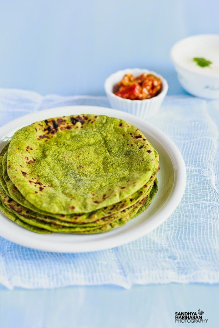 How to make everyday Indian Roti's with a twist of spinach? Yes Its flame baked- very simple Palak Phulka. This Roti has got all the goodness of Spinach.