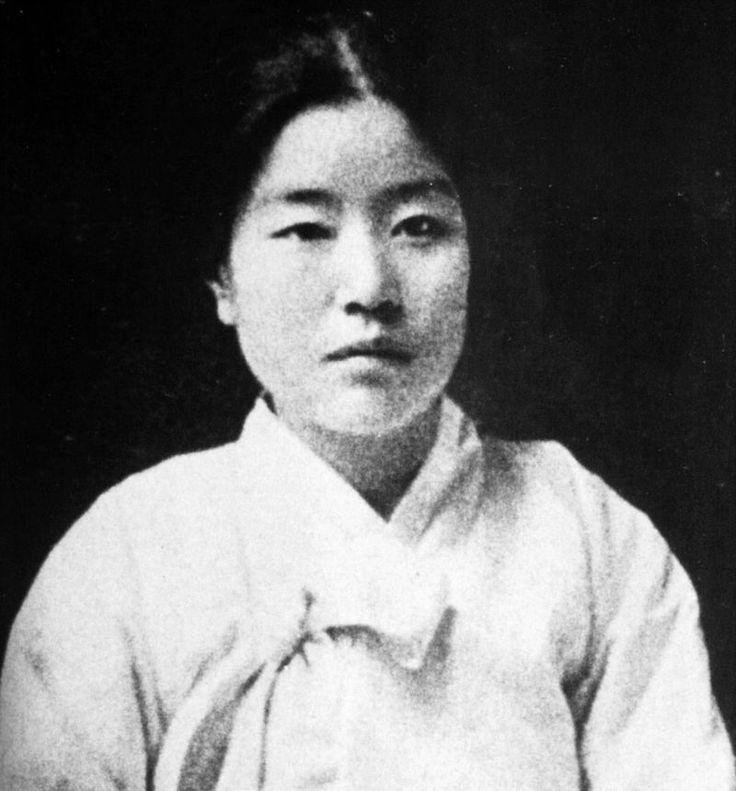 Na Hyeseok (Hangul: 나혜석; hanja: 羅蕙錫, 28 April 1896 – 10 December 1948) was a Korean feminist, poet, writer, painter, educator, and journalist. Her pen name was Jeongwol (Hangul: 정월, 晶月).