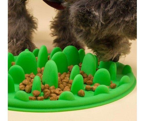Habzsolás gátló kutya etető tál - tálca szilikonból, könnyű tisztítani, lassú evésre készteti a kutyust.