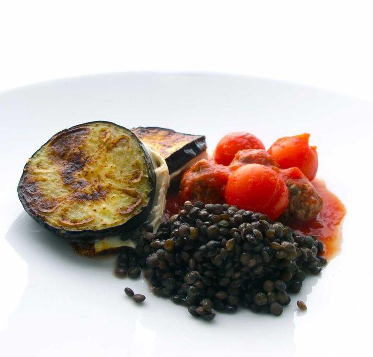 Chèvrefylld aubergine med tomatsås och linser   Taffel