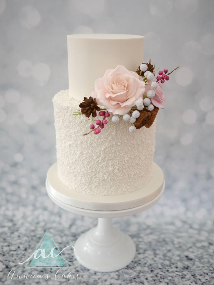 Winter wedding cake  Winter bruidstaart sneeuw en suikerwerk boeket