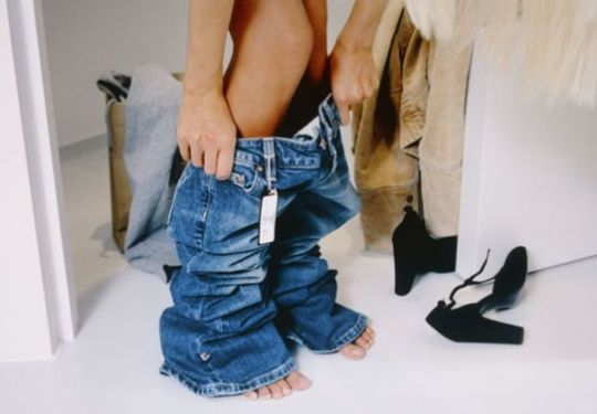 Lifehack: ZO pas je een broek zonder hem te passen! Super handig dit!
