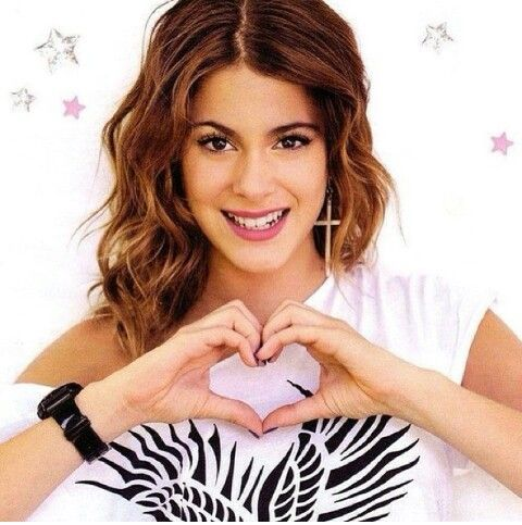 {Fc: Martina Stoessel} Hey I'm Pepper Pan! *giggles and smiles* I'm 17 and S-I-N-G-L-E!! My dad is Peter Pan and my mom is Wendy! I'm very bubbly, giggly and happy all the time!!! I was born and raised in Neverland!! I have a younger brother named Charlie! Intro??