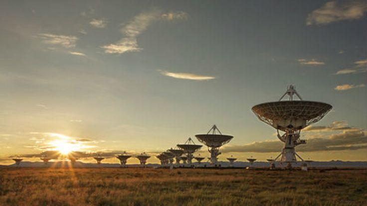 """+ - Seth Shostak, cujo trabalho é procurar por sinais de rádio vindos de extraterrestres, no Instituto SETI (Search for Extraterrestrial Intelligence), em Mountain View (EUA), disse à Live Science que os """"protocolos"""" para lidarmos com possíveis transmissões alienígenas foram traçados na década de 1990. """"Eles dizem, 'Se você captar um sinal, confira-o… diga a …"""