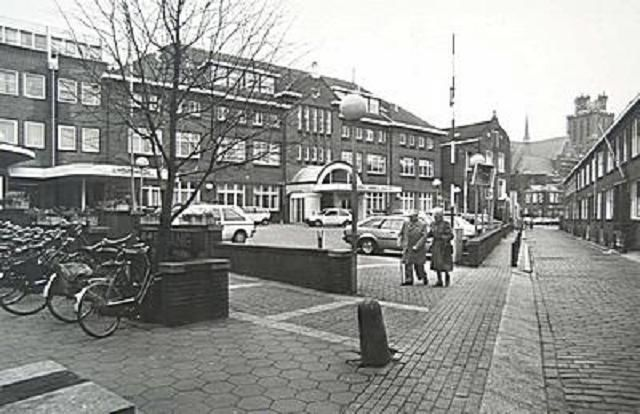 Dordrecht<br />Dordrecht: De ingang van het R.K. Ziekenhuis aan de Houttuinen in 1986