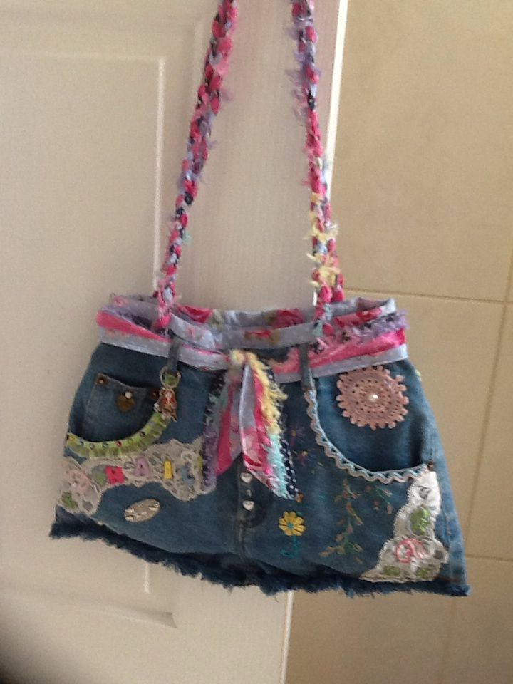 https://www.pinterest.com/muppysmum/ditzi-dame-creativity-handbags-and-other-creative-/ I made this bag for my grand daughter .