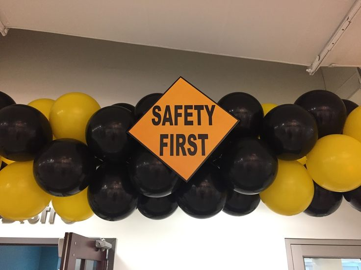 Safety First is a priority at Stryker Orthopaedics and we made sure of that. Special custom vinyl lettering on the column. How can we help you?   #balloons, #balloondecorating, #lotparty.com