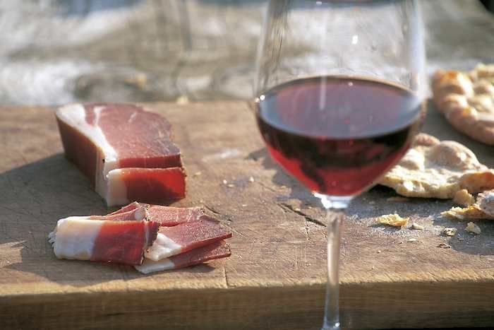 Speck, red wine and local bread: a wonderful combination!