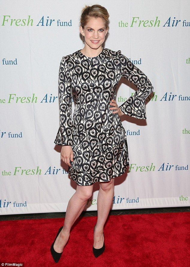 Veep's Anna Chlumsky shows off legs in monochrome frock at