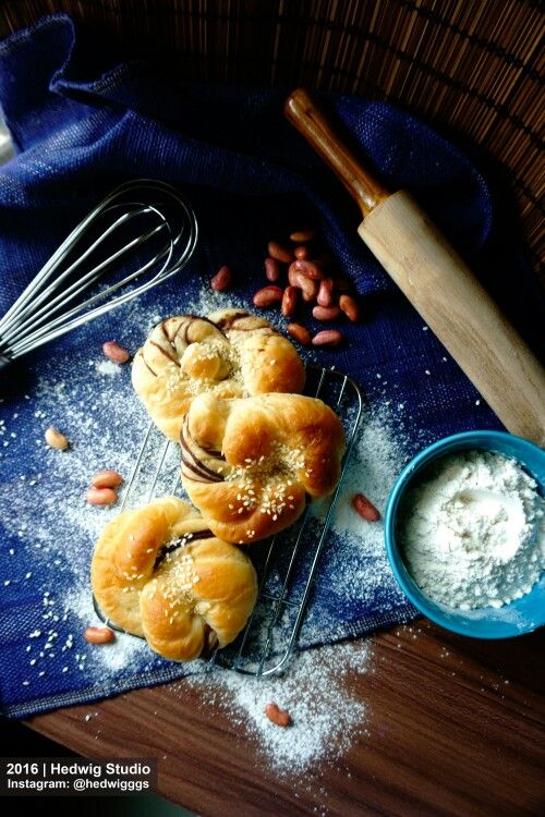 Red bean and sesame seeds buns