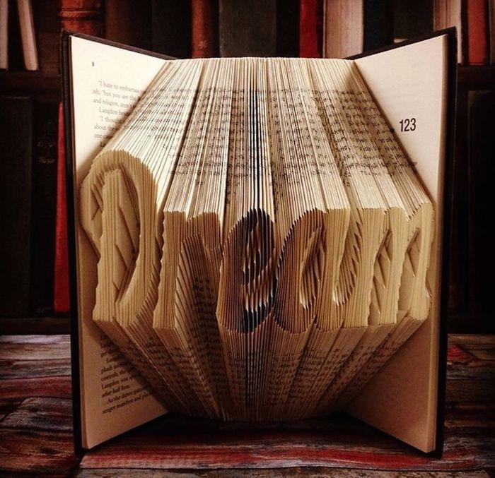 折り紙は一枚の紙で作るもの。そう思っていませんか? イギリスのアーティスト、ニコラ・ノボさんは、折り紙のテクニ […]