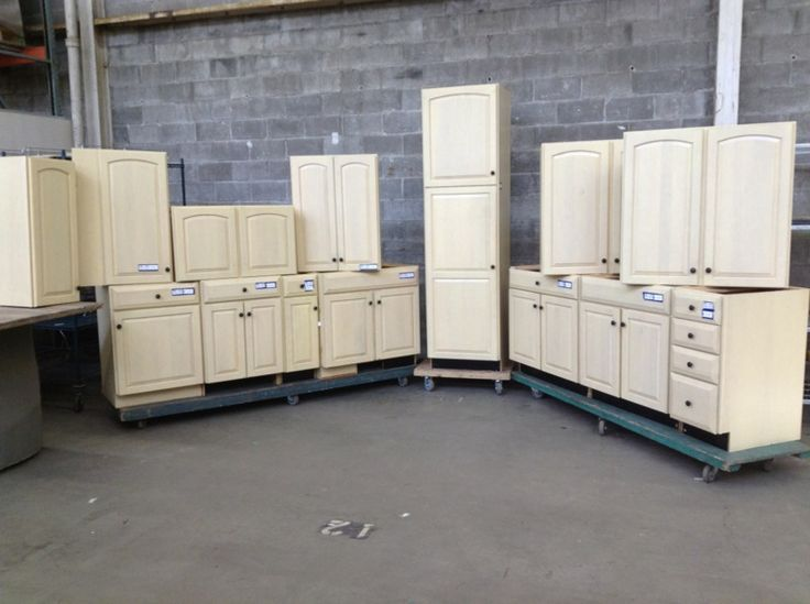 14 pc butter cream maple kitchen cabinet set second use for Buttercream kitchen cabinets