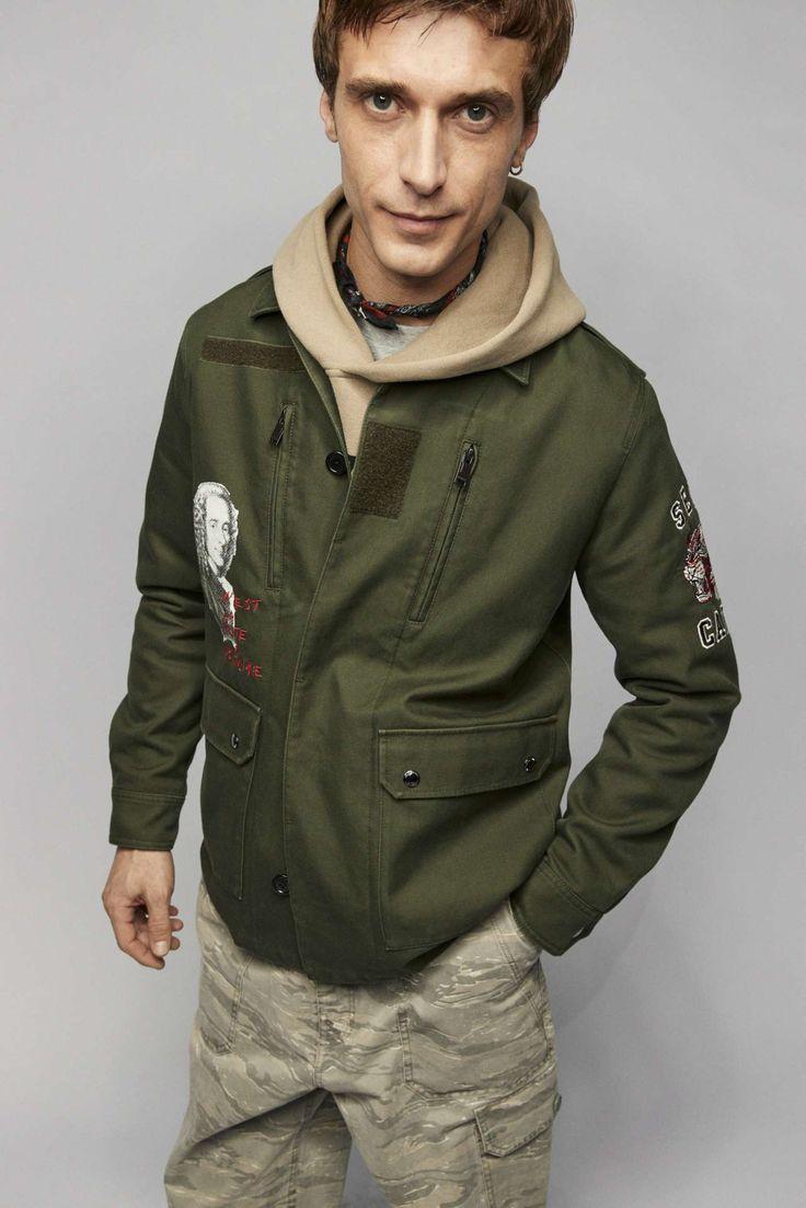 Zadig & Voltaire adapta la irreverencia urbanista a su colección Fall-Winter 2021 Paris Fashion, Runway Fashion, Fashion Beauty, Fashion Brand, Fashion News, Fashion Show, Zadig And Voltaire, Parka, Military Jacket