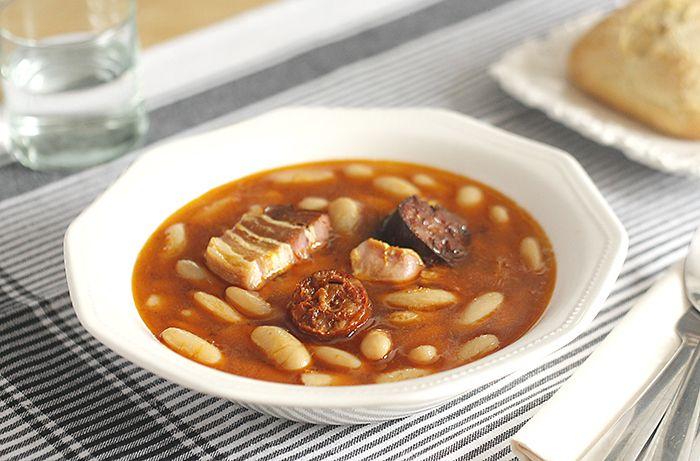 Receta de fabada asturiana en Crock Pot. Receta paso a paso con imágenes y recomendaciones de elaboración. Recetas de legumbres en slow cooker u olla lenta.
