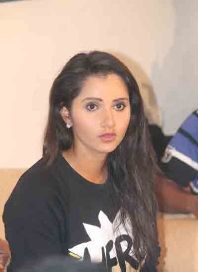 Bengaluru: The Karnataka High Court on Wednesday issued a notice to the sports ministry for naming ace tennis star Sania Mirza for the coveted Rajiv Gandhi Khel Ratna award.
