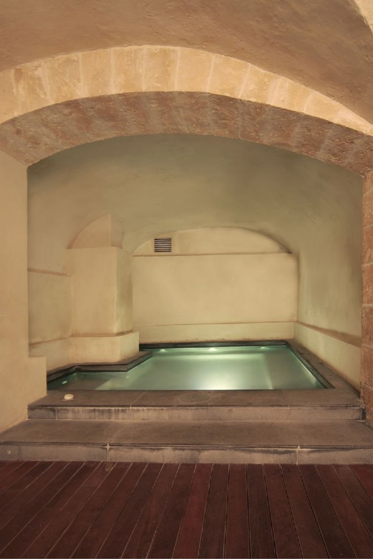 Convent de la Missió | Boutique Hotel | Palma de Mallorca | Spain | http://lifestylehotels.net/en/convent-de-la-missio | pool, curved ceiling, architecture, brick, minimalistic, white, relax, luxury, welness, wood