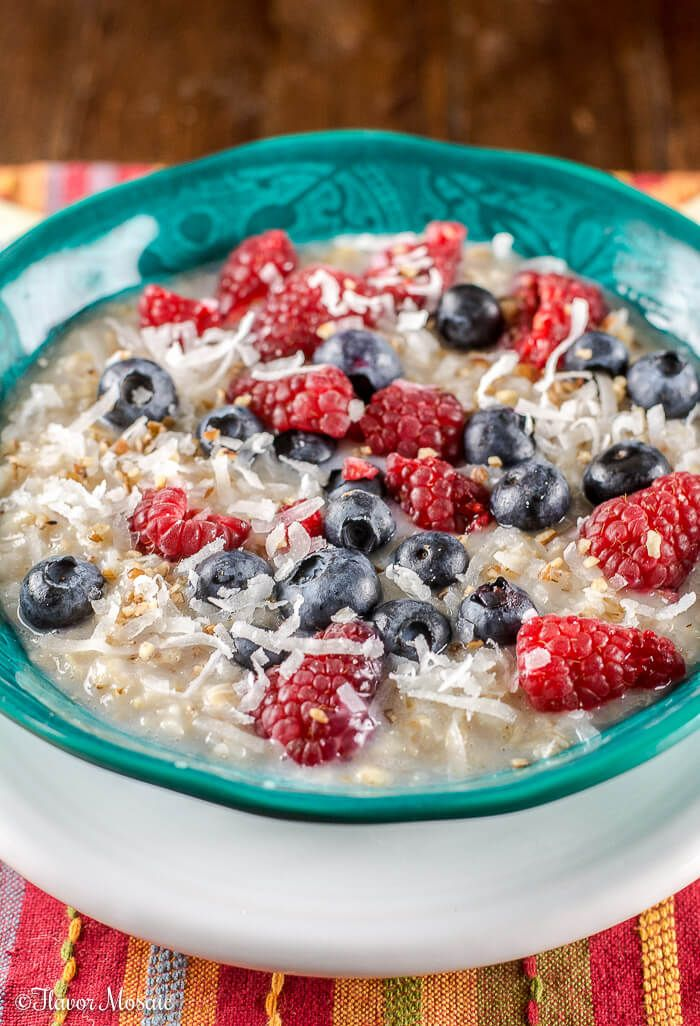 This red, white, and blue Berry Coconut Pecan Oatmeal is from Flavor Mosaic. #SplendaSweeties #SweetSwaps #MadeInAmerica #ad