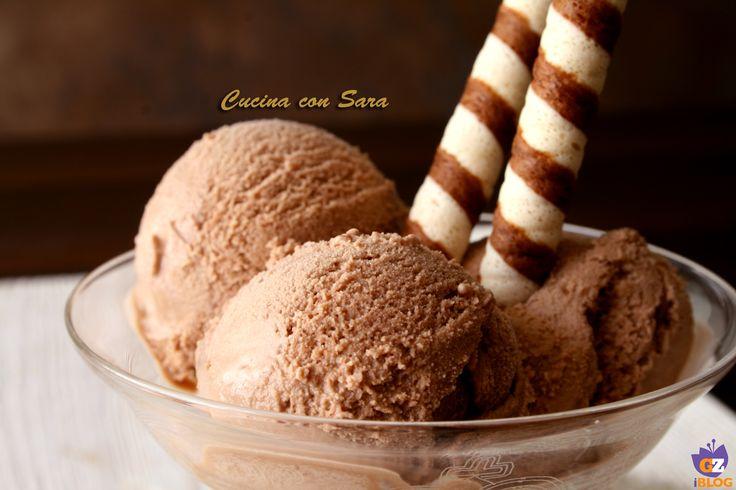 Ricetta gelato al cioccolato. Esaltata dalla mia gelatiera nuova e, complice il caldo di questi giorni, sto preparando ogni giorno gelati diversi.