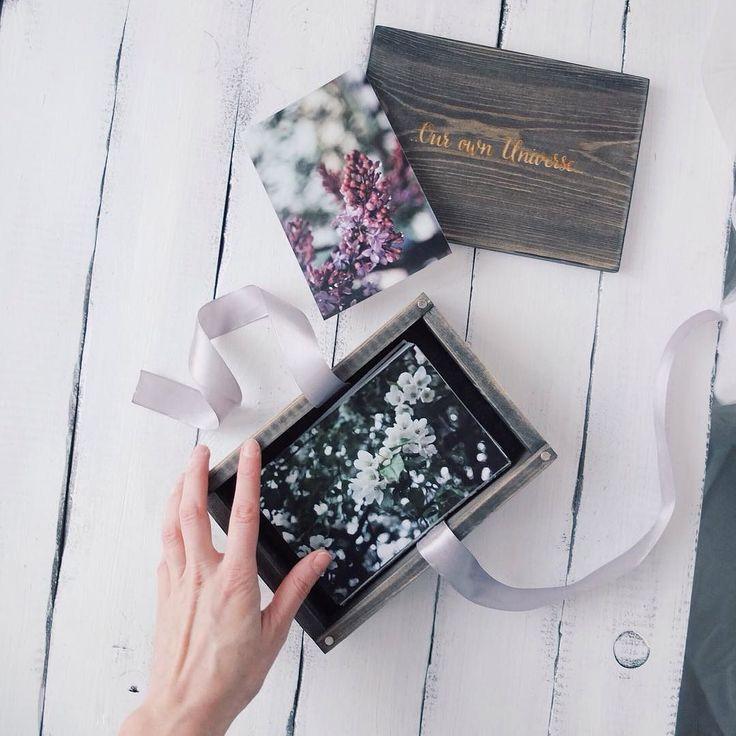 Самого доброго утра друзья!!! Ничто не заменит ощущения отпечатанных снимков это как читать настоящаю книгу  или листать бумажный журнал в этом есть какая-то магия.. Печатайте фотокарточки читайте книги.. А мы поможем бережно сохранить ваши воспоминания в таких вот деревянных фото-боксах цвет размер и гравировка - могут быть любыми!! ---- #фотофон #фотодети #фотобокс #фотосессия #фотоказань #Казанскиефотографы #свадьбаказань #свадебнаяфотосессия #свадьбабохо #свадьба2016…