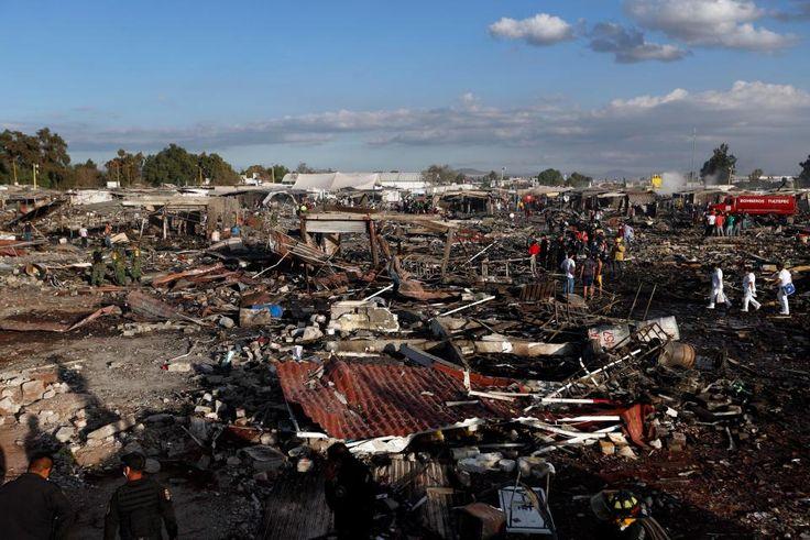 Ledakan di pasar kembang api Meksiko tewaskan 31 orang  MEKSIKO (Arrahmah.com) - Setidaknya 31 orang tewas dalam ledakan di pasar kembang api pada Selasa (20/12/2016) angka tersebut kemungkinan bertambah karena lebih dari 50 orang dilaporkan hilang. Sementara itu puluhan orang lainnya berada dalam kondisi kritis di rumah sakit setempat.  Ledakan terjadi di pasar kemang api San Pablito di kota Tultepec sekitar 25 mil sebelah utara kota Meksiko. Lebih dari 300 kios yang merupakan 80 persen…
