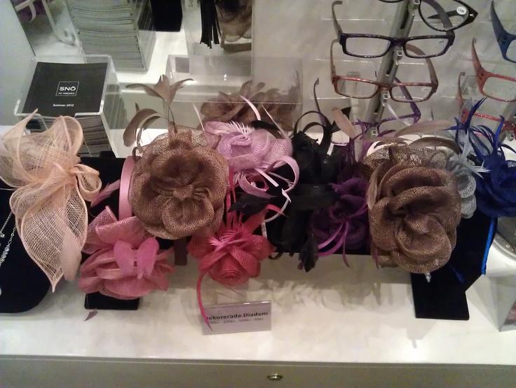 Diadem och hårprydnader som finns i den lilla butiken Engla i Fältöversten.