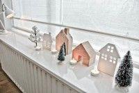 Een winters dorpje op de vensterbank. Meer kerstinspiratie op mijn blog Lekker Fris
