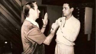 Valsinha ( Nelson Gonçalves e Chico Buarque De Holanda ), via YouTube.