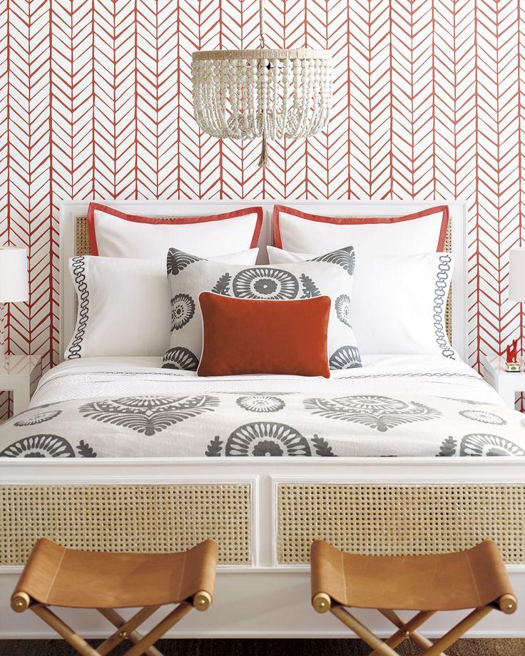Best Floral Pattern Bold Wallpaper Pillow Bedding Bed 400 x 300