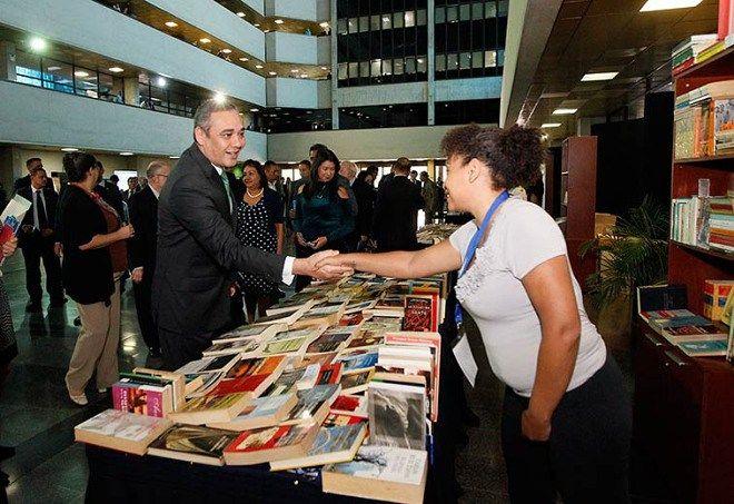 Presidente del TSJ inaugura Feria del Libro del Poder Judicial para conmemorar Día del Abogado