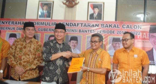 IBC, Serang – Anggota DPR RI, H. Andika Hazrumy mengembalikan formulir penjaringan Calon Gubernur (Cagub) Banten ke Dew