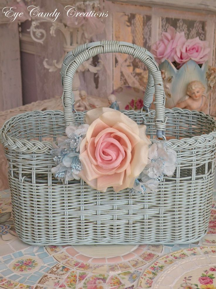 : Baby Blue, Decor, Wicker Baskets, Chic Baskets, Du Rose, Vintage Photos, Flowers Baskets, Vintage Shabby Reuse, Shabby Chic Crafts