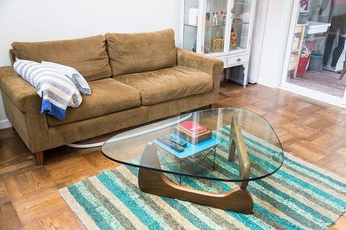 イサム・ノグチのテーブルに、TRUCKのソファーが、正方形の木の床にマッチ。