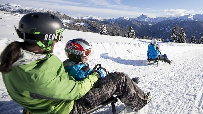 Tante attività invernali per tutta la famiglia nella vacanza all'hotel per famiglie Alpenhof a Maranza: escursioni invernali, slittare, giri in carrozza…undefined
