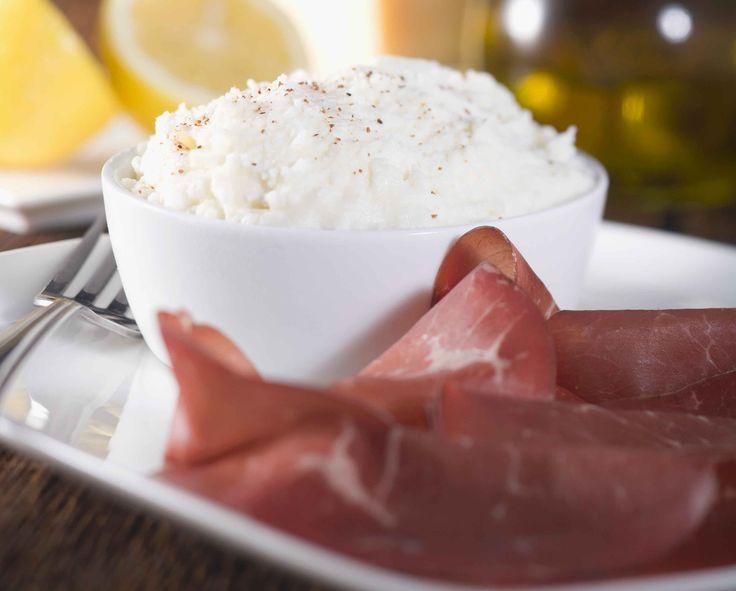 Ravioli di bresaola al caprino con mirtilli e pepe rosa | Cucina
