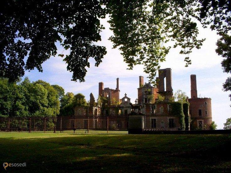 Замок Рандан – #Франция #Овернь (#FR_C) Руины замка 13 века, переделанные в 19 веке и сгоревшие в 20-ом. Красивый парк, доступно для осмотра  ↳ http://ru.esosedi.org/FR/C/1000443056/zamok_randan/