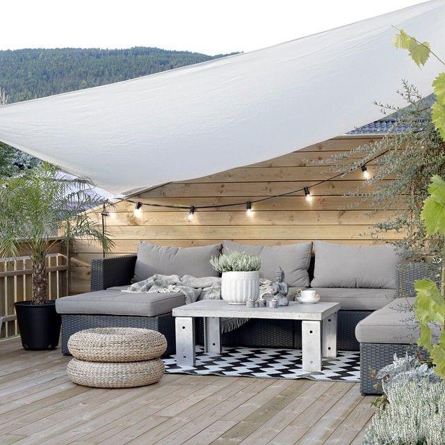 【居心地の良い寛ぎ空間】肌触りの良さそうなシンプルな床材のリビング | 住宅デザイン