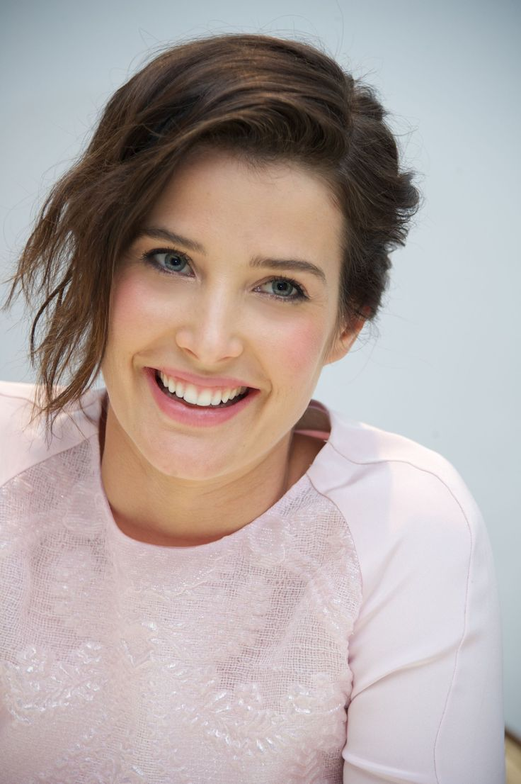 Cobie Smulders (April 3, 1982) Canadian actress, o.a. known from 'How i met your mother'.