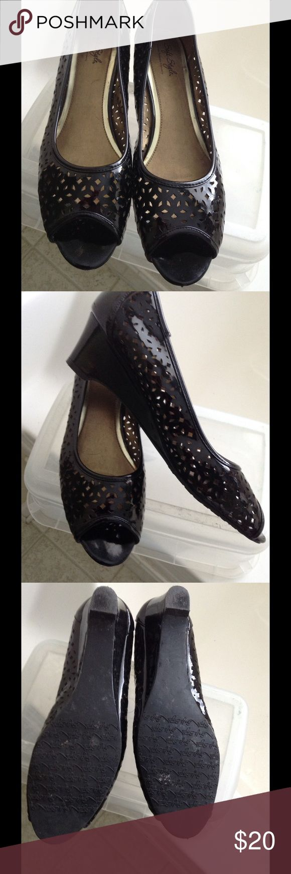 Preloved peep toe Soft Style by Hushpuppies These are are perfect low wedge for work. They are made of a manmade material Hush Puppies Shoes