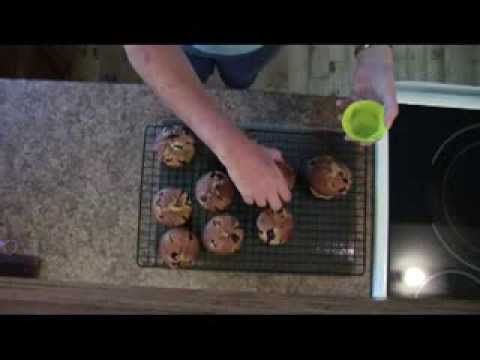▶ Easy Blueberry Muffins - YouTube