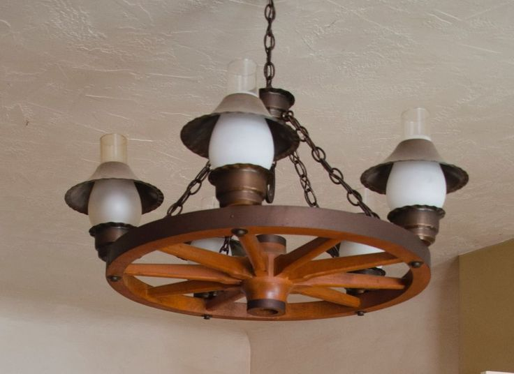 Vintage Wagon Wheel Chandelier Lamp With Horseshoe