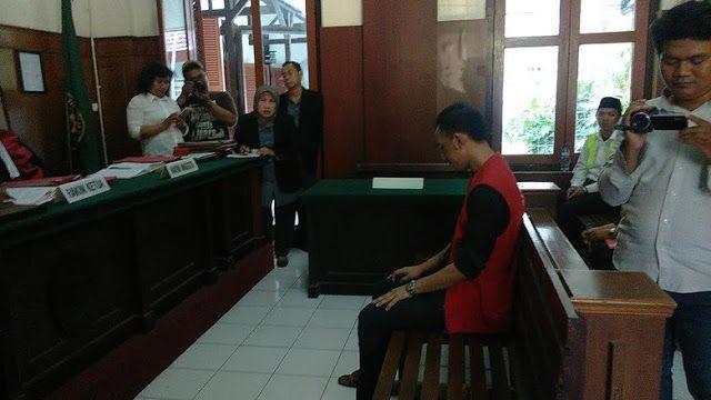Mempunyai 2.300 Butir Pil Esktasi      Medan online  - Rahmat alias Ahok pasrah dituntut jaksa penuntut umum (JPU) Fitri Sumarni selama 17 ...