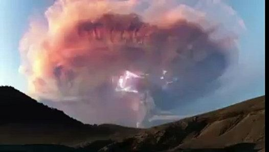 Super-facturés nuage de cendres volcaniques en Patagonie Sparks dramatique la foudre http://www.dailymotion.com/video/x4e8tkj_super-factures-nuage-de-cendres-volcaniques-en-patagonie-sparks-dramatique-la-foudre_fun