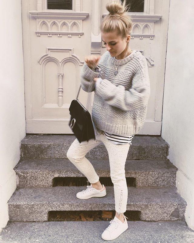 Nun geht's zum Treffen und Shoppen mit Lena Gercke und Adidas  Pulli: