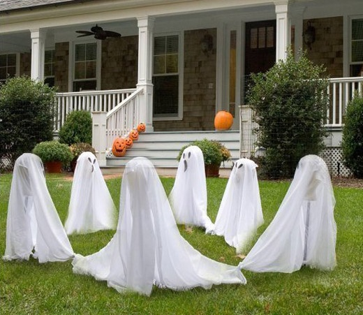 easy decorating idea for the frontyard make ghosts with old postssticks white - Halloween Front Yard Decoration Ideas