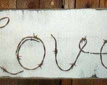 """Filo spinato di Barb Wire Art - """"Love"""" - placca di legno rustico"""