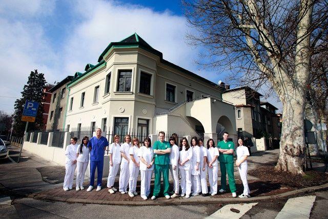 Perché non risparmiare per avere le stesse cure dentistiche in Italia? La qualità, i prezzi vantaggiosi e belle attrazioni sono dei motivi per cui vi invitiamo a visitare Croazia e a risparmiare dei soldi. Tornate dalla vacanza in Croazia con un sorriso magico e splendido!  http://www.dentista-croazia-kustec.com/
