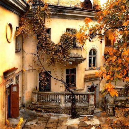 ;0      Ancient House, Sevastopol, Ukraine   photo via crescent