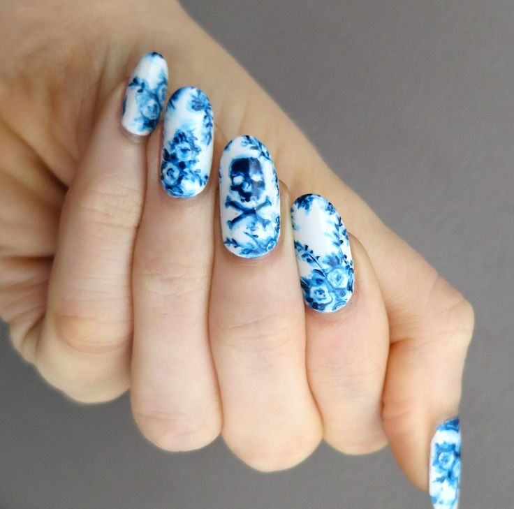 Flow blue china nails. Whoah these are pretty!